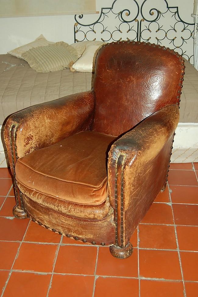 paire de fauteuils club en cuir 31 976. Black Bedroom Furniture Sets. Home Design Ideas