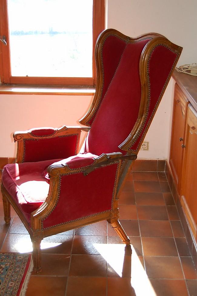 fauteuil oreilles en noyer massif 37 976. Black Bedroom Furniture Sets. Home Design Ideas